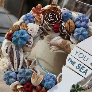 You and the sea  kopogtató / ajtódísz - limited edition, Dekoráció, Otthon & lakás, Lakberendezés, Ajtódísz, kopogtató, Virágkötés, Természetes szárított termésekből / növényekből készített kék, tengerész árnyalatú kopogtató, fából ..., Meska