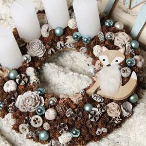 Jégvarázs sarki rókával, Adventi koszorú, Karácsony & Mikulás, Otthon & Lakás, Virágkötés, Természetes száraz növényi részekből és gömbökkel rusztikus jeges ezüst-kék színvilágban készített a..., Meska