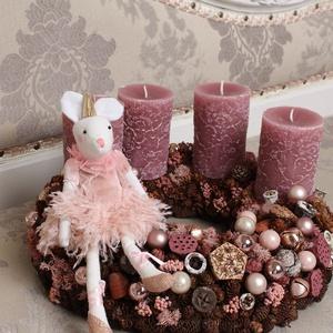 Balerinás romantika - adventi koszorú, Adventi koszorú, Karácsony & Mikulás, Otthon & Lakás, Virágkötés, Természetes száraz növényi részekből és gömbökkel rusztikus rózsaszín romantikus stílusban készített..., Meska