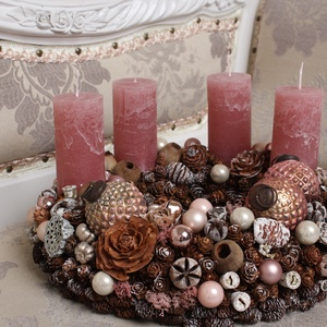 Rózsaszín rusztikus gömbös - adventi koszorú, Adventi koszorú, Karácsony & Mikulás, Otthon & Lakás, Virágkötés, Természetes száraz növényi részekből és gömbökkel rusztikus rózsaszín romantikus stílusban készített..., Meska