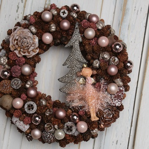 Tündér Lala - téli ajtódísz, Otthon & lakás, Dekoráció, Lakberendezés, Ajtódísz, kopogtató, Virágkötés, Rusztikus stílusban készitett rózsaszín színárnyalatú tündéres  téli kopogtató, melyet egy glitteres..., Meska