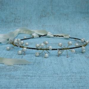 Köszorú gyöngyökkel, szalggal, Esküvő, Hajdísz, ruhadísz, Gyöngyfűzés, Koszorú, de nem virágból, hanem gyöngyökből. Csodálatos, selymes gyöngyházfényű fehér gyöngyök és a..., Meska
