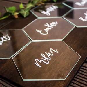 Üveg esküvői ültető , Ültetési rend, Meghívó & Kártya, Esküvő, Üvegművészet, Üvegből készült, hatszögre vágott, kézzel írt esküvői ültető. Igény szerint kérhető rá a vendég nevé..., Meska