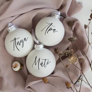 Névre írt karácsonyi gömb , Karácsony & Mikulás, Karácsonyfadísz, Festett tárgyak, 8 centiméteres, kézzel névre írt fehér karácsonyi gömbdísz. A képeken rövid szöveggel megírtakat lát..., Meska