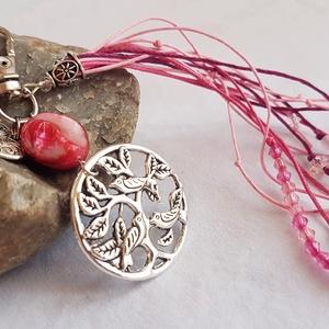 Romantikus madaras táskadísz - kagylógyönggyel, rózsakvarccal és cseh kristállyal, Egyéb, Kulcstartó, táskadísz, Táska, Divat & Szépség, Gyöngyfűzés, gyöngyhímzés, Fonás (csuhé, gyékény, stb.), Romantikus, madaras táskadísz (kulcstartónak is használható) egy nagy méretű pink kagylógyönggyel, s..., Meska