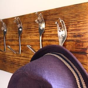 Fogas, Ruhafogas, rusztikus fogas, Lakberendezés, Otthon & lakás, Tárolóeszköz, Famegmunkálás, Rusztikus ruhafogas. \nAz akasztók fém villákból készültek. A fa textúrája a speciális felületkezelés..., Meska