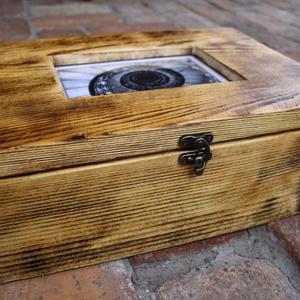 """Doboz, Ládikó, Ékszertároló, Faládikó, Fadoboz, Otthon & lakás, Lakberendezés, Tárolóeszköz, Doboz, """"Vintage"""" stílusú kis fa ládikó. Cserélhető fényképpel.  A fa textúrája a speciális felületkezelésne..., Meska"""