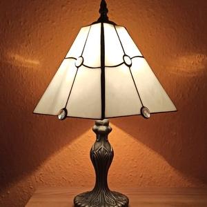 Tiffany asztali lámpa, Otthon & Lakás, Lámpa, Asztali lámpa, Üvegművészet, Egyedi darab. 40 cm magas.  A  talpak közül lehet választani, amelyik szerinted jobban illik a buráh..., Meska