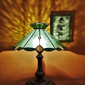 Tiffany asztali lámpa. 55 cm magas., Otthon & Lakás, Lámpa, Asztali lámpa, Üvegművészet, Egyedi darab.  , Meska