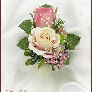 Antik-rózsaszínű-rózsákból álló kitűző, Esküvő, Kiegészítők, Kitűző, Antik-rózsaszínű-rózsákból álló kitűző Kitűzőalappal ellátott, könnyen felhelyezhető. Csokor is rend..., Meska