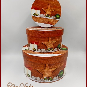 Karácsonyi doboz szett 3 db-os 132256., Csomagolóanyag, Doboz, henger, Mindenmás, Virágkötészet, Papírművészet, Karácsonyi doboz szett 3 db-os 132256.\nMéretei: \n-nagy: 20x12cm\n-közepes: 16x9cm\n-kicsi: 13x8cm\nDeko..., Meska