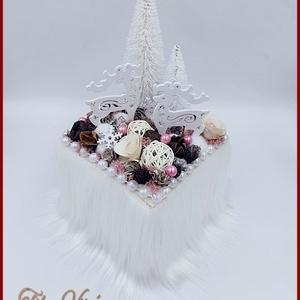 Csodaszarvasok az erdő szélén, Karácsony & Mikulás, Karácsonyi dekoráció, Virágkötés, Csodaszarvasok az erdő szélén\nMérete: 30 cm x 15 cm\n, Meska