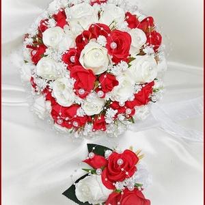 25 szálas fehér-piros rózsás örök-csokor + kitűzővel , Esküvő, Menyasszonyi- és dobócsokor, Virágkötés, 25 szálas fehér-piros rózsás örök-csokor + kitűzővel \nCsokor mérete: \nÁtmérője: 24cm\nMagassága: 25cm..., Meska