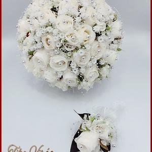 25 szálas fehér rózsás-ezüst díszítésű örök-csokor + kitűzővel, Esküvő, Menyasszonyi- és dobócsokor, Virágkötés, 25 szálas fehér rózsás-ezüst díszítésű örök-csokor + kitűzővel\nCsokor mérete: \nÁtmérője: 25cm\nMagass..., Meska
