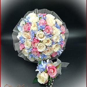 Pink-ekrü-barack-kék 32 szálas örök-csokor+kitűzővel 121443., Esküvő, Menyasszonyi- és dobócsokor, Virágkötés, Pink-ekrü-barack-kék 32 szálas örök-csokor+kitűzővel 121443.\n32 szál rózsából\nÁtmérője: 24cm\nMagassá..., Meska