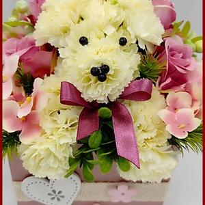 Kutyus virágok közt, Otthon & Lakás, Dekoráció, Csokor & Virágdísz, Virágkötés, Kutyus virágok közt\nRózsaarany ládikóba bújt kutyus  \nA dísz mérete: 20 x 20 x 20 cm\nMás színben is ..., Meska