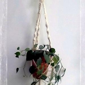 Makramé virágtartó Bagollyal, Otthon & Lakás, Dekoráció, Falra akasztható dekor, Csomózás, Újrahasznosított alapanyagból készült termékek, A virágtartó bagollyal 100%-ban újrahasznosított 3mm vastagságú, natúr színű sodrott pamut fonalból ..., Meska