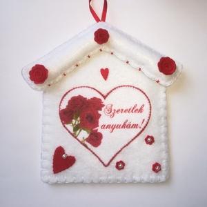 Filc, anyáknapi dekoráció , Anyák napja, Ünnepi dekoráció, Dekoráció, Otthon & lakás, Textil, Varrás, Filcből készült ez a gyönyörűen részletgazdag dekoráció. Pelenkaöltéssel varrtam, flízzel adtam tart..., Meska