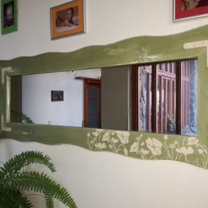 Tükör - zöld rét, Bútor, Otthon & lakás, Lakberendezés, Dekoráció, Képkeret, tükör, Famegmunkálás, Festett tárgyak, Tükör egy eredeti vintage stílusú kiegészítő, jellegzetesen patinázott, hogy vintage hatást keltsen...., Meska