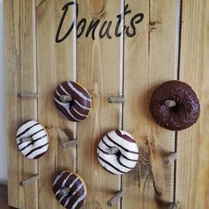 Donut fogas , Fogas, Bútor, Otthon & Lakás, Famegmunkálás, Festett tárgyak, A fogas új fából van készítve (lucfenyő, borókafenyő).  \nÉlelmiszerekkel való érintkezésre alkalmas ..., Meska