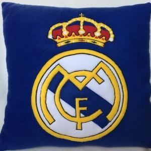 Reál Madrid párna, Párna & Párnahuzat, Lakástextil, Otthon & Lakás, Varrás, Patchwork, foltvarrás, Real Madrid focirajongóknak készült párna, puha polár anyagból! \nMéretei:40/40cm\n\n\nTöltete ALERGIAME..., Meska