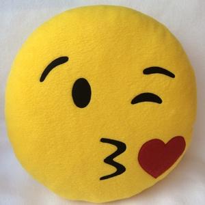 Emoji párna , Párna & Párnahuzat, Lakástextil, Otthon & Lakás, Varrás, Nagyon puha polár anyagból készült emoji párnák, mindenkinek !\n\nátmérője: 32cm\nvastagsága 8cm\n\nTölte..., Meska