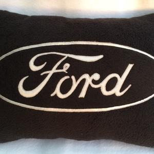 Ford párna , Férfiaknak, Focirajongóknak, Lakberendezés, Otthon & lakás, Lakástextil, Varrás, Patchwork, foltvarrás, \nFord  kocsi szerelmeseinek készült párna !\nPuha polár anyagból ,szatén rátéttel .mindent sűrű öltés..., Meska