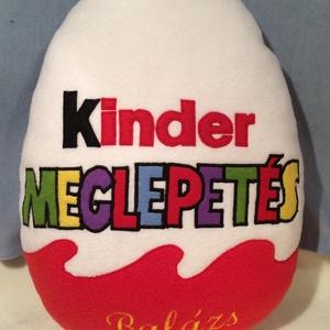 Kinder tojás párna , Gyerek & játék, Gyerekszoba, Lakberendezés, Otthon & lakás, Lakástextil, Varrás, Patchwork, foltvarrás, Egy kedves vásárlóm Zsuzsi kérésére készítettem ezt az egyedi párnát !\n\nAjándéknak is kíváló lehet e..., Meska