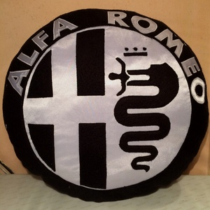 Alfa Romeo autós párna, Párna & Párnahuzat, Lakástextil, Otthon & Lakás, Varrás, Népszerű autós párnák puha polár anyagból  ,minden korosztálynak.\n\nátmérője:40cm\nvastagsága: 8cm\n\nMé..., Meska