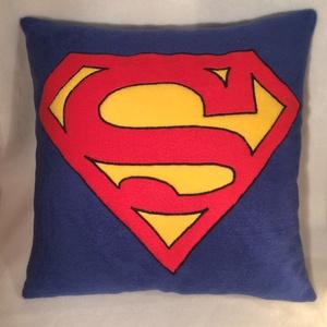 Superman párna, Otthon & lakás, Lakberendezés, Lakástextil, Párna, Varrás, Puha tapintásu polár anyagból készült Superman párna.\nmérete 40/40cm\nTöltet szilikonizált poliészter..., Meska
