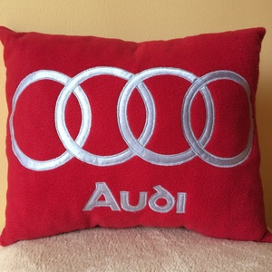 Audi párna, Férfiaknak, Otthon & lakás, Lakberendezés, Lakástextil, Varrás, Audi kocsi szerelmeseinek készült párna !\nPuha polár anyagból ,szatén rátéttel .mindent sűrű öltésse..., Meska