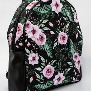 Fekete - rózsaszín virágos hátitáska - táska & tok - hátizsák - hátizsák - Meska.hu