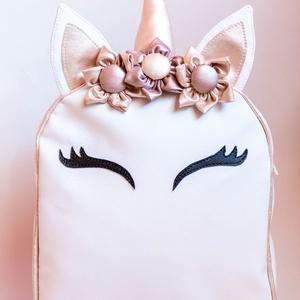 3D Unikornis hátitáska, Táska, Divat & Szépség, Táska, Hátizsák, Varrás, Fehér textilbőrből készült unikornis hátitáska az apró hercegnőknek\n\nKézzel készített szarva és virá..., Meska