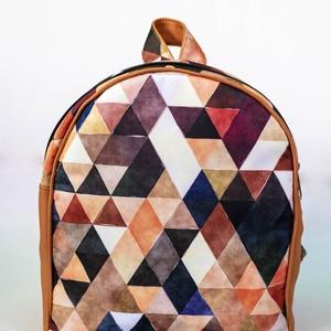 Kis méretű hátizsák - barna, geometriai mintával - Meska.hu