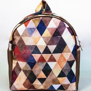 Kis méretű bronz hátizsák geometrikus mintával - Meska.hu