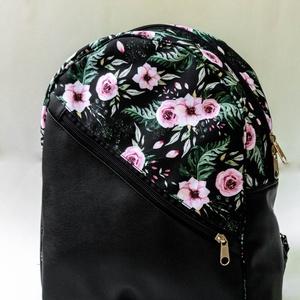 Egyedi tervezésű hátizsák - fekete alapon rózsaszín virágokkal - Meska.hu