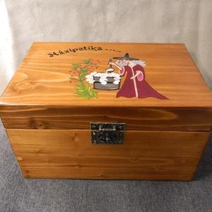 Gyógyszeres doboz, Otthon & lakás, Konyhafelszerelés, Lakberendezés, Tárolóeszköz, Doboz, Famegmunkálás, Festett tárgyak, Antik régi szekrény megmenthető darabjaiból készült ez a nagy gyógyszeres doboz. Fenyő fából, világo..., Meska