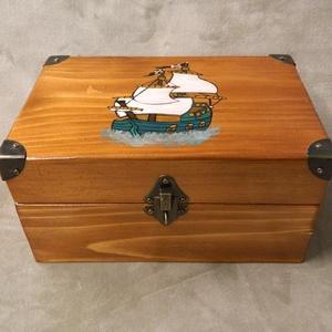 Nagy kincses doboz, Gyerek & játék, Gyerekszoba, Tárolóeszköz - gyerekszobába, Játék, Otthon & lakás, Lakberendezés, Tárolóeszköz, Famegmunkálás, Festett tárgyak, Egy nagyon régi antik szekrény megmenthető darabjaiból készült fenyőfából. Világos dióra pácolva az ..., Meska
