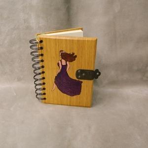 Fa kis napló , Jegyzetfüzet & Napló, Papír írószer, Otthon & Lakás, Famegmunkálás, Egyedileg tervezett és készített fa fedeles napló, emlékkönyv.\nTölgyfából készült a borító,80- 120 o..., Meska