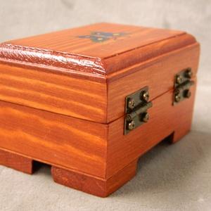 Fa kis pillangós  doboz - Meska.hu