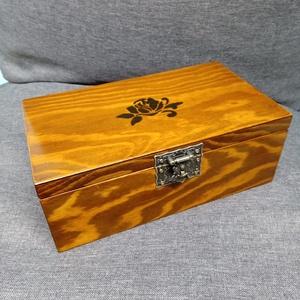 Fa ajándék doboz, Díszdoboz, Dekoráció, Otthon & Lakás, Famegmunkálás, Festett tárgyak, Fenyőfából készült nagy emlék, díszdoboz. Ékszereknek, emlékeknek, fényképeknek...... Világos dióra ..., Meska