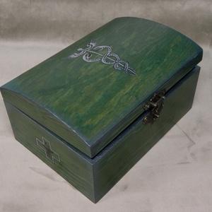 Gyógyszeres doboz, Otthon & Lakás, Famegmunkálás, Festett tárgyak, Fenyőfából készült gyógyszeres doboz.  Gyógynövényeknek, házipatikának. Akár pár doboz gyógyszernek,..., Meska