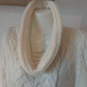 Női pulóver , Ruha & Divat, Női ruha, Pulóver & Kardigán, Kötés, Kézzel kötött női pulóver.  Kapucnis jellegű nyakmegoldással . Alak és formatartó. \n, Meska