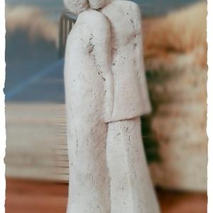 Szerelem - Szerelmes pár szobor , Kő, Szobor, Művészet, Szobrászat, Ezt a szobrot betonból készítettem majd akril festékkel színeztem. \nA szerelem és az összetartozás j..., Meska