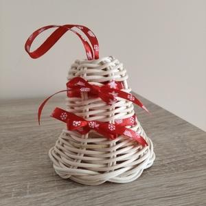 Harang karácsonyfadísz, Karácsony & Mikulás, Karácsonyfadísz, Fonás (csuhé, gyékény, stb.), Ezt a harang formájú karácsonyfadíszt 2 mm-es natúr peddignádból kèszítettem, hópihe mintájú piros s..., Meska