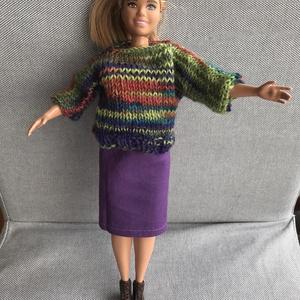 """Babaruha szett:  pulcsi és szoknya 29 cm-es vékony vagy teltkarcsú modell babáknak / Kötött csíkos pulóver divatbabáknak, Játék & Gyerek, Baba & babaház, Babaruha, babakellék, Kötés, Varrás, Csinos kötött babapulcsi hozzá illő ceruzaszoknyával,, ami a 29 cm-es divatbabákra jó: a """"hagyományo..., Meska"""