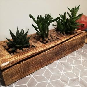 """Virágtartó, Rusztikus virágtartó kis méretű növényekhez, Otthon & lakás, Dekoráció, Lakberendezés, Kaspó, virágtartó, váza, korsó, cserép, """"Vintage"""" stílusú fa virágtartó kis méretű növényekhez. A fa textúrája a speciális felületkezelésnek..., Meska"""