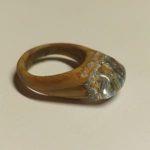 Fából készült kék átlátszó gyűrű, Ékszer, Gyűrű, Vékony gyűrű, Ékszerkészítés, Fából és kék epoxyból készült egyedi kézzel készített gyűrű. A gyűrű viselése kényelmes, könnyed érz..., Meska