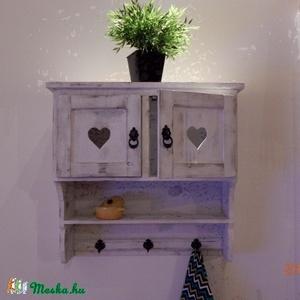 Egyedi fali kisszekrény-polc, Bútor, Otthon & lakás, Szekrény, Konyhafelszerelés, Lakberendezés, Famegmunkálás, Festett tárgyak, Egyedileg készített fali kis szekrény. \nAntikolt dekoratív darab.\n\nMéreti: Magasság 60 cm, Hossz: 60..., Meska
