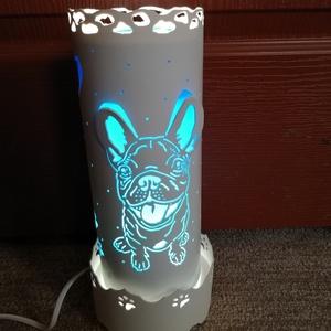 """Bulldog mintás lámpa, Otthon & Lakás, Lámpa, Hangulatlámpa, Gravírozás, pirográfia, Pvc-csőből gravírozó készülék segítségével készült vidám, hangulatos, \""""bulldogos-lámpa\"""" .(kb. 25-35 ..., Meska"""